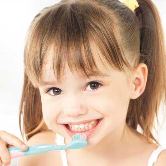 Quante volte al giorno e per quanto tempo vanno lavati i denti?